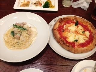 """『Pisolino(ピソリーノ)』の""""Buffet(ブッフェ)""""は、菜園ブッフェと謳っているだけあって、野菜が多い。また、時間制限が無いので、会話を楽しみながら、ゆっくり食べ放題を楽しめるため、トータル的なコストパフォーマンスは高い。"""