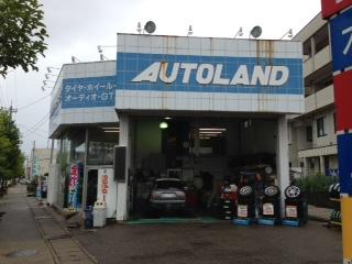 『AUTOLAND(オートランド)S・Tサービス』でランフラットタイヤの劣化したバルブ交換をした。サイドウォールが硬く、ホイールへの着脱がし難いランフラットタイヤの交換には、技術やノウハウだけでなく、タイヤ交換に使用する専用のタイヤチェンジャーが必要になる。