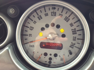 愛車のMINI Cooper Sの調子が悪い。「ABS(アンチロックブレーキ)」、「タイヤプレッシャー(空気圧)」、「ASC+T(オートマチック・スタビリティ・コントロールトラクション)」のオレンジ色のランプが点灯している。2004年製なので、そろそろ買い換え時期かな〜。