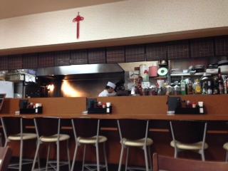 """『上海料理 華林楼(かりんろう)』の""""五目あんかけご飯""""は、キクラゲ・タマネギ・タケノコ・ニンジン・白菜・チンゲンサイ等の野菜がシャキシャキしている。円やかな味わいの餡とのバランスが良く、大ボリュームなのにヘルシーなメニューだ。"""