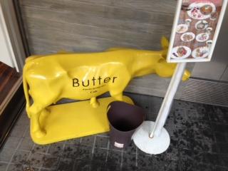 『パンケーキ専門店 Butter(バター)』は、全国から選りすぐった高級発酵バターを贅沢に使用し、これまでにないMODEなパン ケーキが食べられるパンケーキ専門店だ。店内は基本的に半個室で、寛げるスペースが広がっており、店内のインテリアは、可愛い感じだ。