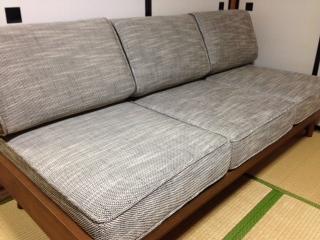 """『unico(ウニコ)』の""""ALBERO(アルベルト)""""の3シーターソファーを購入した。程よい硬さと奥行きのある座面は、ゆったりとした座り心地だ。また、アームレスのシンプルなデザインのため、広々と利活用出来そうだ。更にクリーニングもできる便利なカバーリングタイプだ。"""
