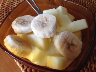 冷凍バナナとヨーグルトは、バナナの甘みとヨーグルトの甘みや酸味は非常に相性が良く、食味向上効果も期待でる。特に冷凍バナナは、凍らせることでポリフェノール量が増加し、余分な活性酸素を取り除いてくれる。