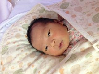 2014年11月11日(火)に長女『心葉(このは)』が誕生しました。産後の経過も良く、母子ともに健やかに過ごしています。子育てに戸惑うこともありますが、夫婦で協力し合いながら親としての責任と毎日の幸せを噛み締めているところです。