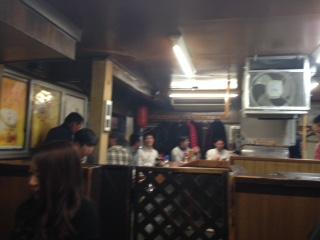 """金沢市の繁華街の中心から外れた場所にある隠れ家風ホルモン店『焼肉 おおはし』は、名物""""たんもと""""だけでなく、低価格で上質なホルモンが味わえると評判で、連日、大盛況だ。タップリの脂が乗った極上のホルモンが味わえ、秘伝のタレが肉の旨味を最大限に引き出している。"""