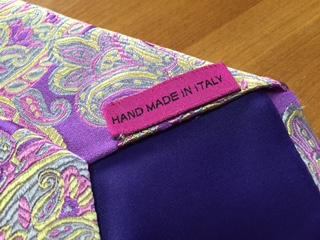"""カラフルな色彩が特徴で、他ブランドとは一線を画したネクタイブランド""""DUCHAMP(ドゥシャン)""""のネクタイは、全て、手作業で作られ、デザイン性のみならず、 クオリティーの高さでも世界中で高い評価を受け、日本でも根強いファンがいる。"""