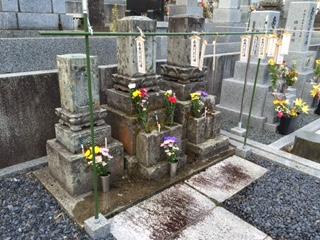 """お盆のため、金沢市営の野田山墓地にある先祖のお墓参りに行った。金沢市やその周辺では、お盆に墓参りをする際に紙で出来た行燈の様な物体の""""キリコ""""を持参するのだが、これは、他の地域に無い金沢独自の風習だ。"""