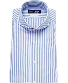 """『メーカーズシャツ鎌倉』で購入した""""レノクロス""""のホリゾンタル(フルワイド)カラーシャツは、世界的に珍しい特殊織機が織り出す生地の独特の隙間に着目し、通気性に富んだシャツとして開発されたもので、そのメッシュ状の立体組織は、春夏素材として最適だ。"""