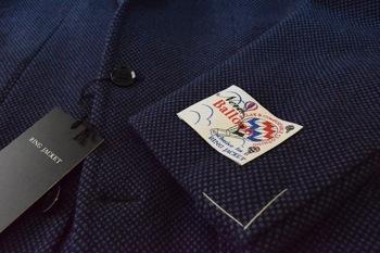 """『リングヂャケット(RING JACKET)』の""""New Balloon Birdseye Navy No-236 model""""のヂャケットは、程よい艶感も併せ持ち細身の「236」モデルと言う今主流の肩パット無し、縫製はクラシックをベースで、ビジネスにもカジュアルにイケルのだ。"""