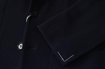 """『リングヂャケット(RING JACKET)』の""""New Balloon Dark Navy No-236 model""""のヂャケットは、程よい艶感も併せ持ち細身の「236」モデルと言う今主流の肩パット無し、縫製はクラシックをベースで、ビジネスにもカジュアルにイケルのだ。"""