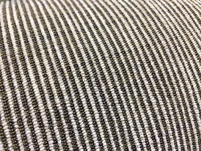 """『eiiersen(アイラーセン)』の""""BIG CARLTON SOFA(ビックカールトンソファ)""""は、固さや性質の異なる素材を何層も組み合わせることで、お尻を包み込む様な「ねっとりとした」究極の座り心地を生み出しており、シンプルな佇まいと高いクオリティを有している一生モノだ。"""