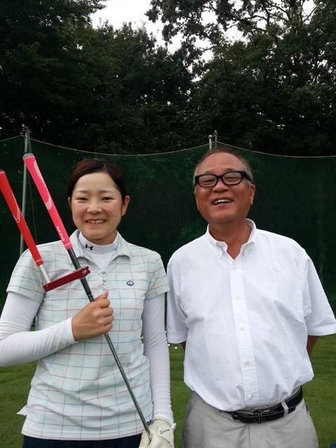 女子プロゴルファーを目指してスイング練習