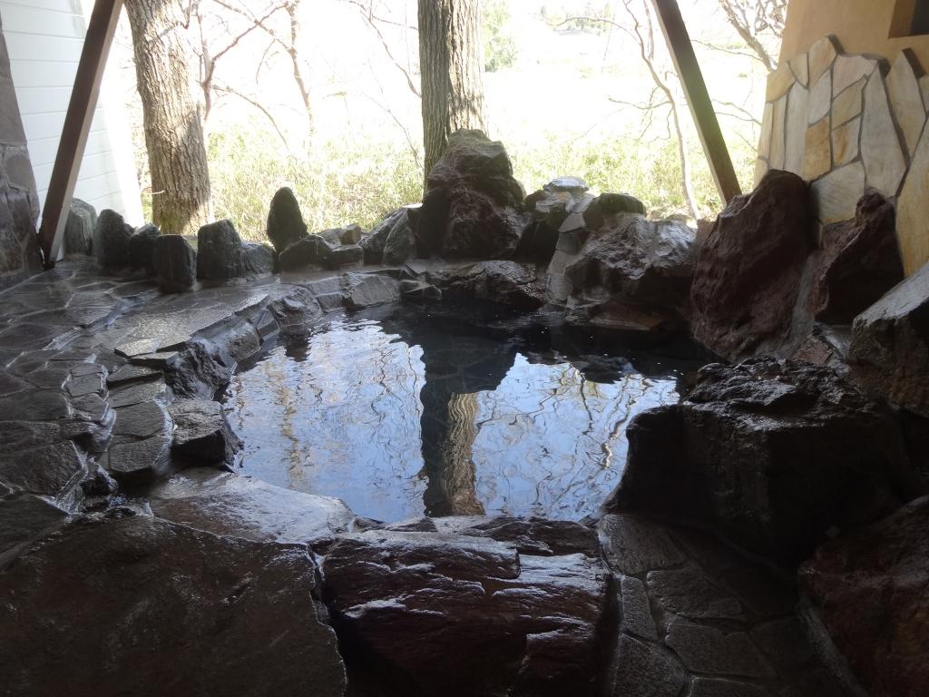 春の岩風呂