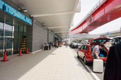 神戸ポートターミナルに並ぶ人たち
