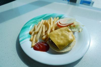 トライデントグリルのハンバーガー