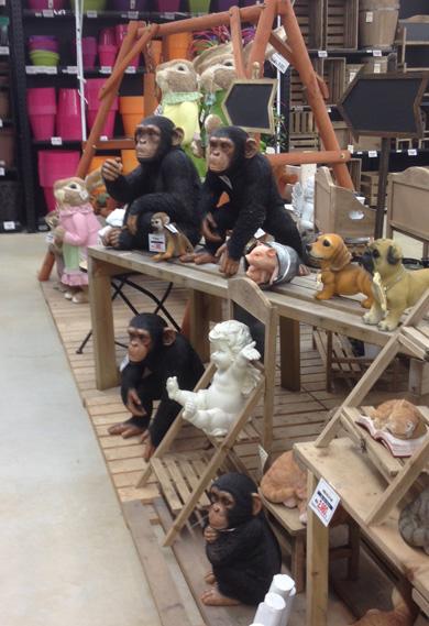 ガーデンオーナメント チンパンジー ガーデニング