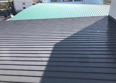 学校 参観日 体育館 屋根