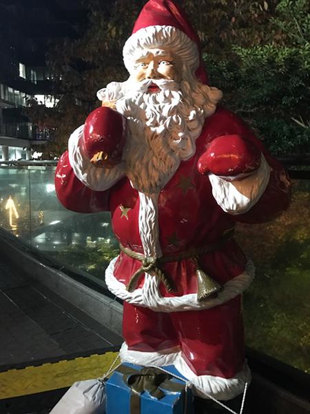 ドイツクリスマスマーケット サンタクロース