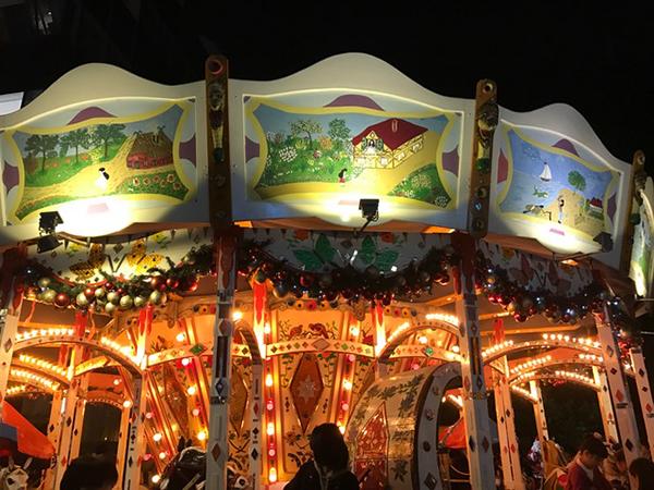 ドイツクリスマスマーケット カルーセル 回転木馬 メリーゴーランド
