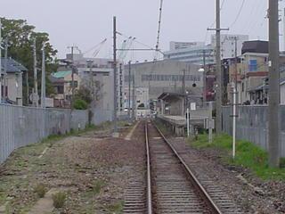 遠くに和田岬駅