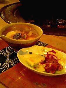 上の黒いのが、スープの鍋のほんのほんの一部