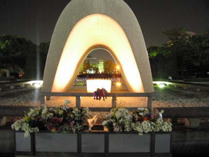夜の平和公園