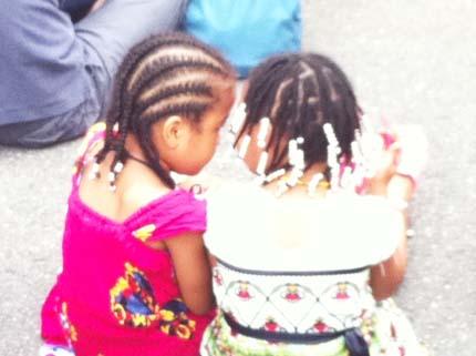 アフリカンヘアースタイルの子供たち