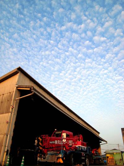 2007.10.23 17:00 会社上空のうろこ雲