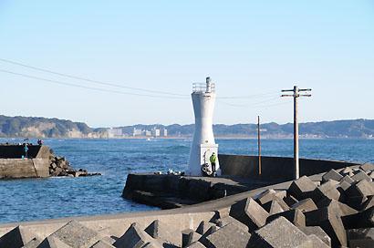 川津港南防波堤灯台