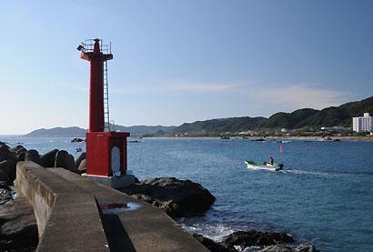 江見港前島灯台