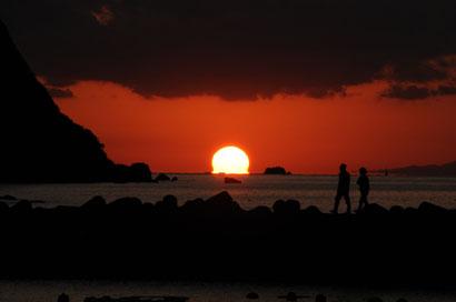 海に 沈む夕日(ダルマ型)