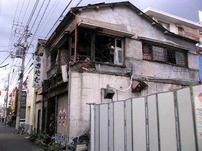 鳩の街の蕎麦屋で火災