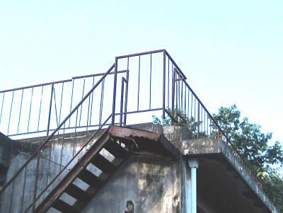 廃屋の階段2