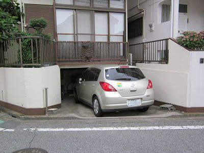 車高の低い車庫1