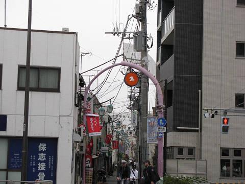 鳩の街入口アーチ1