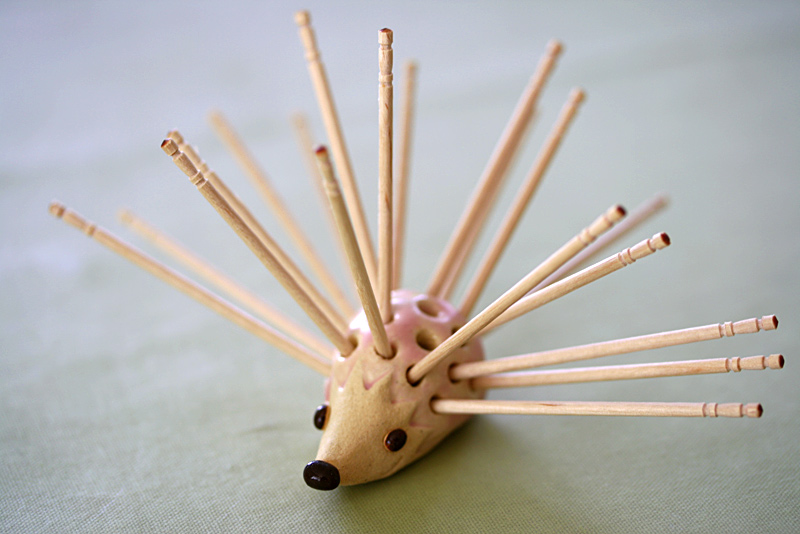 ハリネズミの楊枝差し(陶製)