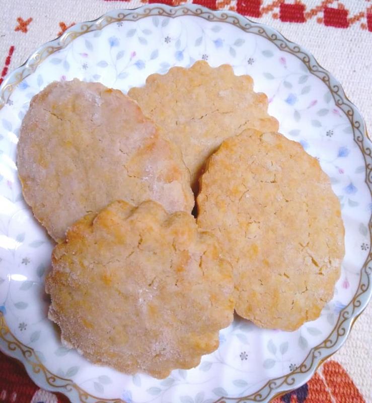 お皿とクッキー