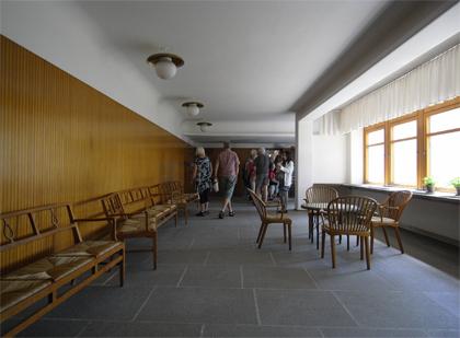 聖十字架礼拝堂 待合室