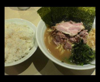 ラーメン(600円)+ライス大(0円)