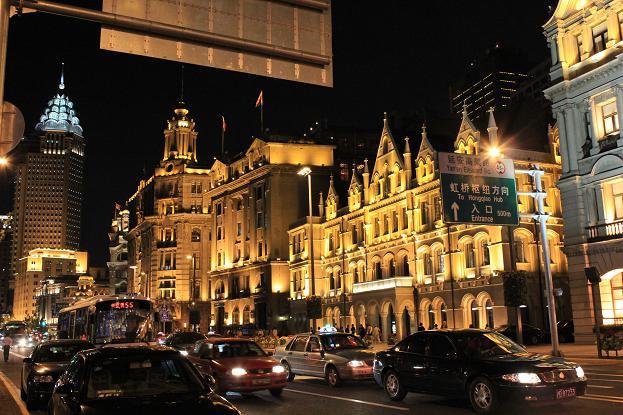 この周りにも、バンドエリアと呼ばれていて、古い建物がライトアップされオシャレに輝いていた☆☆☆ どこをとっても上海というか中国はバブリーな感じ