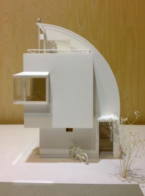 O邸模型正面