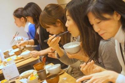 【社会】 「ニュースでは整理券のこと言ってなかったのに!」 タニタ食堂に客殺到、整理券もらえず激怒する人も…東京(画像あり)