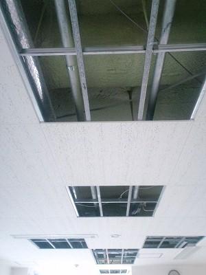 天井内配管