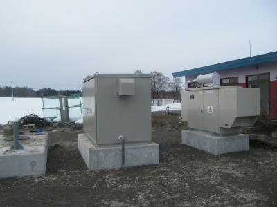 水槽、ポンプ、発電機