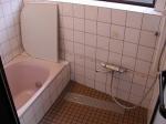 タイル貼りの浴室