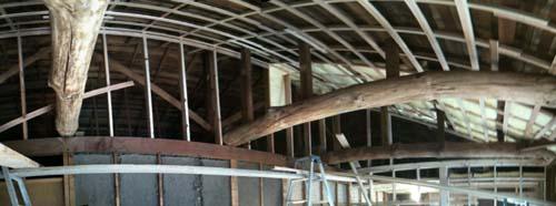天井裏の梁