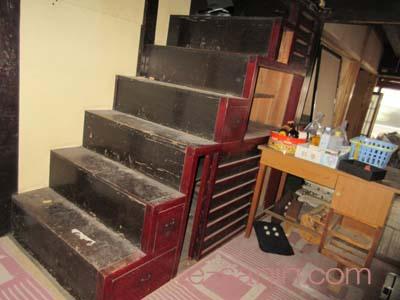階段タンス
