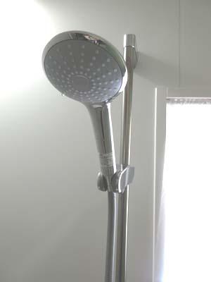 シャワーヘッド前
