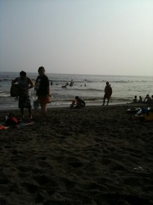 パパと砂遊び