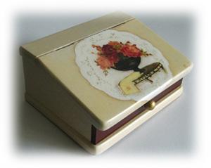 バラ柄のソーイングボックス